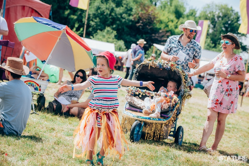 chilled-in-a-field-family-friendly-festivals