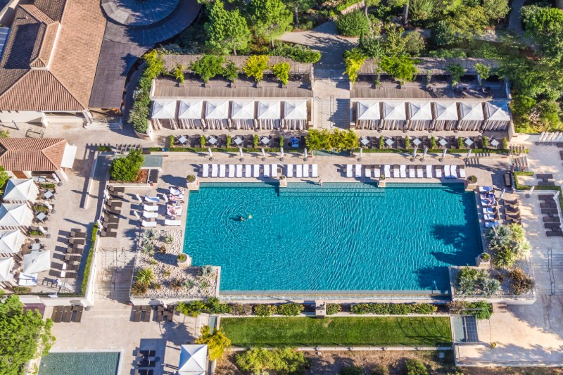 Terre-Blanche-Piscine-family-holiday-destimnations